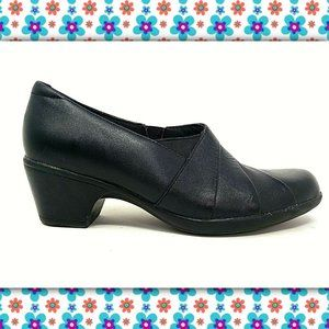 CLARKS Bendables Leather Ankle Booties